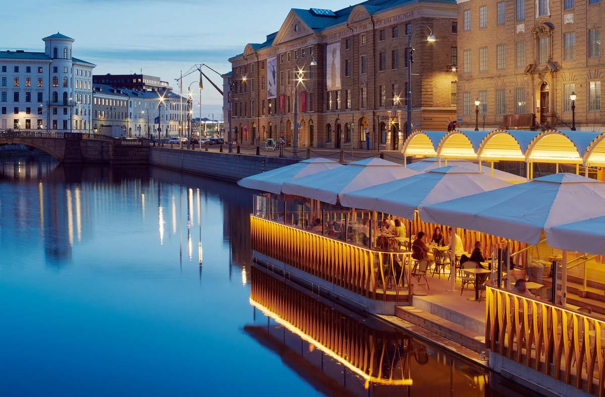 Pływająca restauracja przy niemieckim moście w Göteborgu